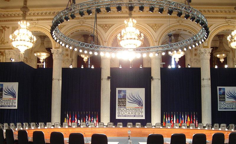 organizare conferinte summit NATO